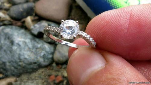 найти кольцо с бриллиантом