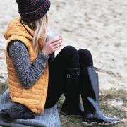 Девушка в резиновых сапогах