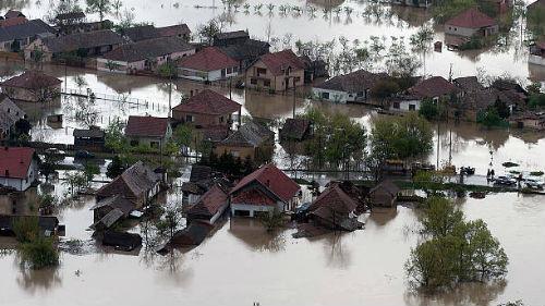 видеть наводнение в деревне со стороны