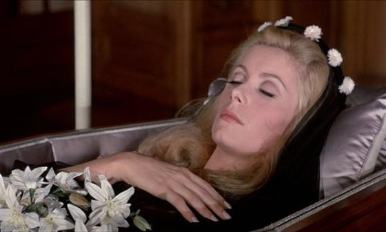 К чему снится мертвая женщина незнакомая фото