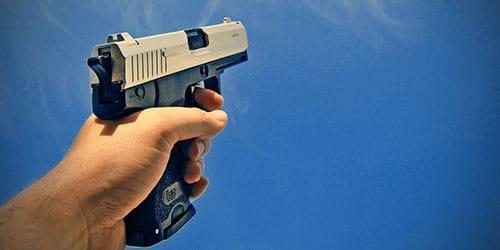стрелять из пистолета во сне
