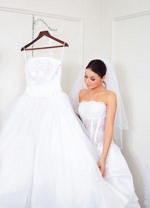 К чему сниться мама в белом платье