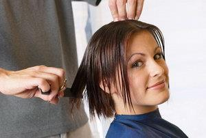 Стрижка у парикмахера