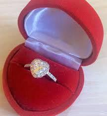 Дарят кольцо во сне (фото)