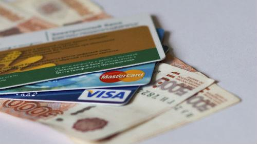 видеть банковскую карту и бумажные купюры