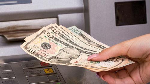 снимать деньги