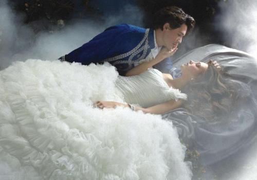 Миллер считает увиденную во сне подготовку к свадьбе знаком положительным.