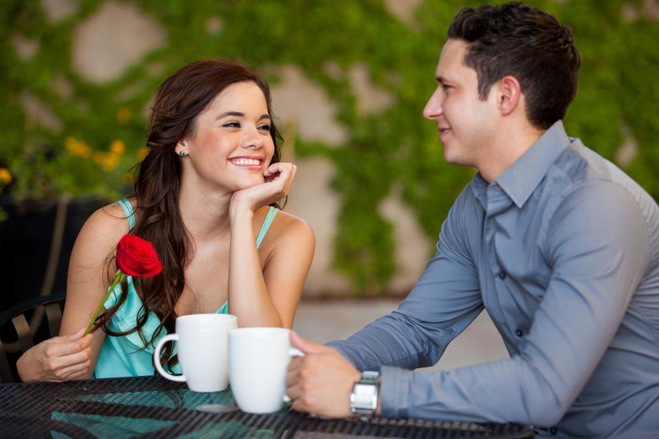 Обед с парнем во сне знаменует удачные отношения