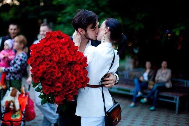 Красивый букет роз во сне от парня - кого-то ожидает романтическое свидание