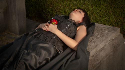 покойница в гробу