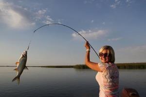Поймала рыбу