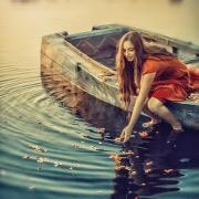 Девушка на лодочке