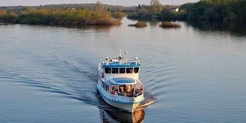 плыть по реке на корабле во сне