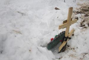 Могила в снегу