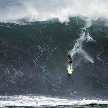 Приснилась огромная волна: что это может значить?
