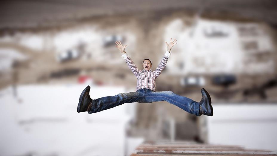 К чему снится человек упал с балкона фото