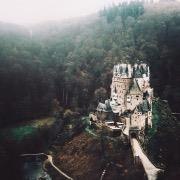 Замок у леса