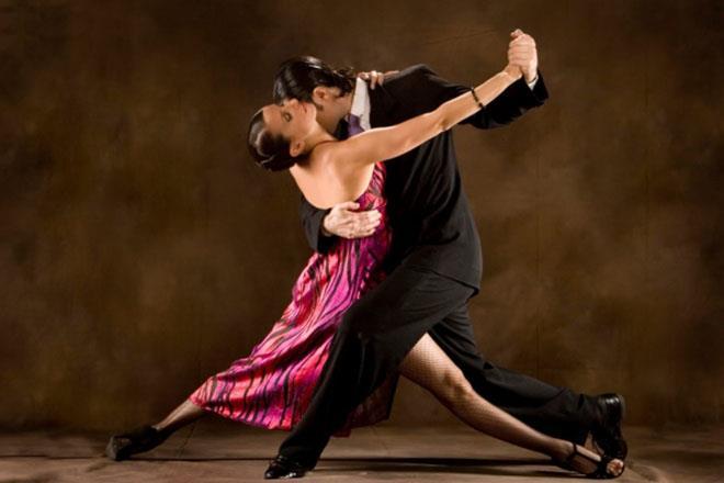 tancevat-vo-sne-s-muzhchinoy-5