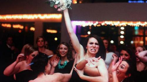 поймать букет невесты руками