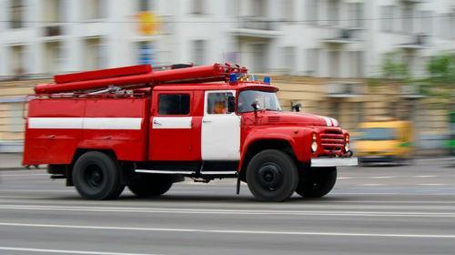 пожарная машина с сиреной