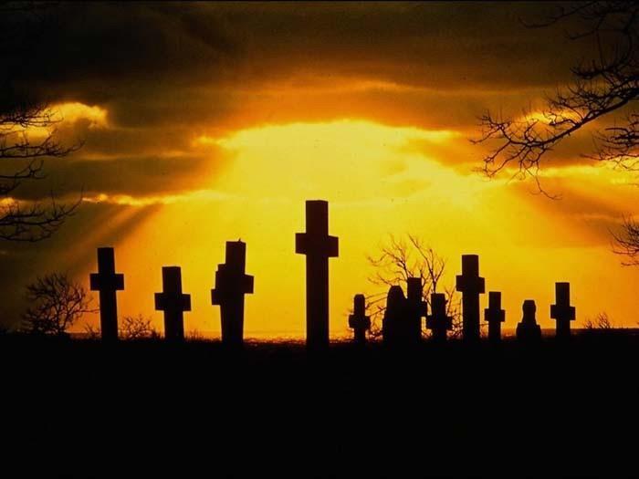 Сонник: к чему снится кладбище