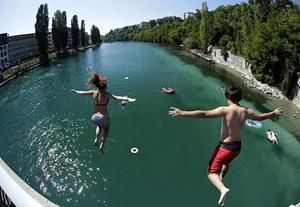 Прыгать в реку