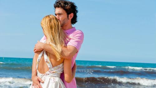 к чему снится мужчина обнимает женщине