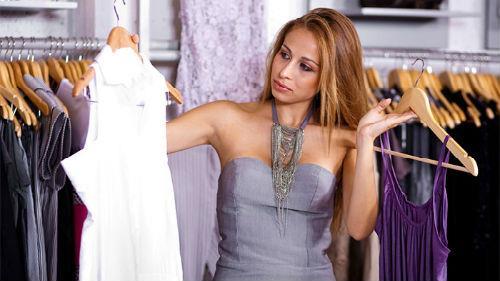 мерить белое платье