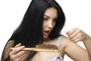 выпадение волос во сне символизирует хлопоты