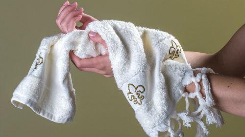 вытираться полотенцем