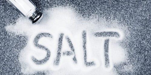уронить солонку